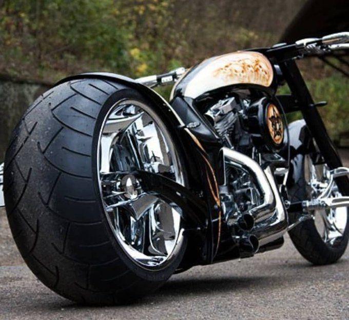 собрались бугатти мотоциклы фото изолированный провод