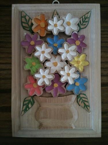 Aparador Wengue Conforama ~ Quadro de flores entalhado em madeira de reaproveitamento, mede 30cm x 20cm Por u2026 Artesanato