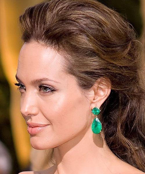 7c5694299 Angelina Jolie in Lorraine Schwartz earrings | Emerald | Earrings ...