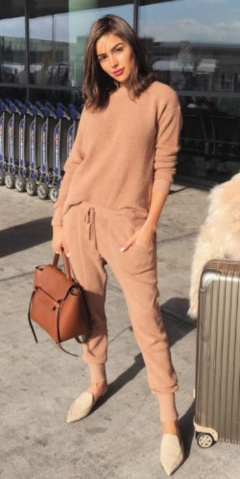 87faaf4ab9f Olivia Culpo + head to toe beige + comfortable yet sleek travel style +  perfect for any journey + Olivia + suede flats + gorgeous faux fur cream  coat Top  ...