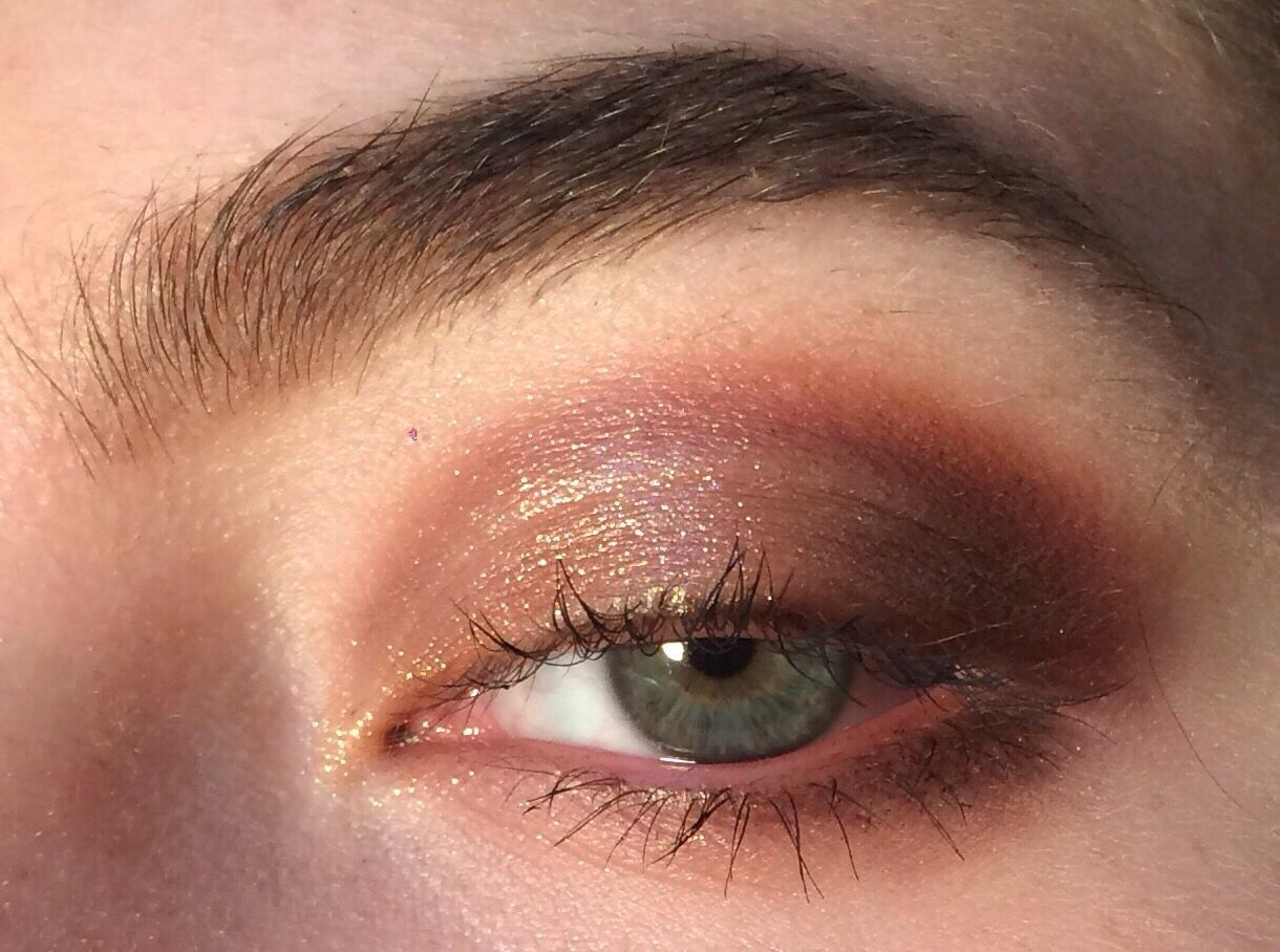 6113e7b967f0 Can anyone recommend an eyeshadow(s) to recreate this look