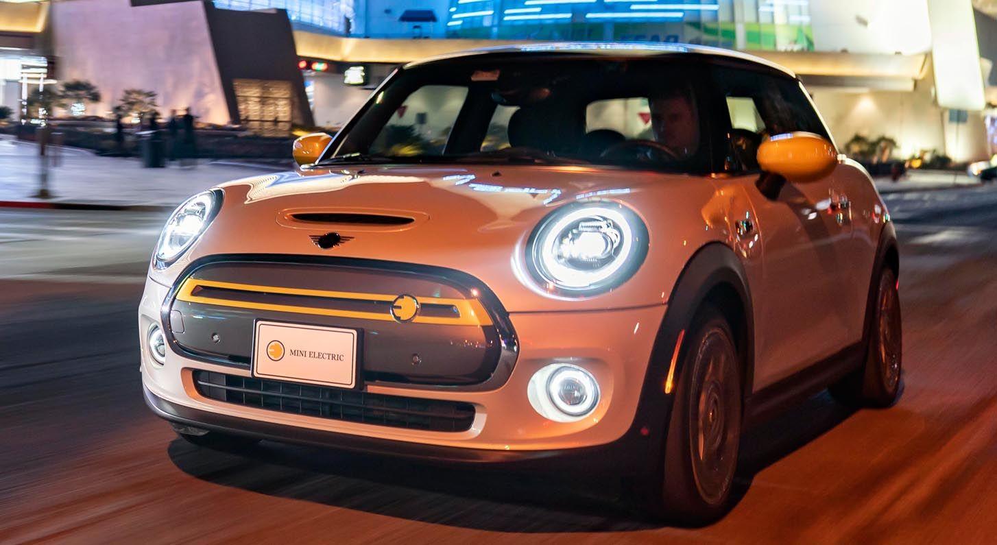 ميني كوبر أس إي 2020 الكهربائية المذهلة تزور مدينة لاس فيغاس موقع ويلز Car Mini Cooper Vehicles