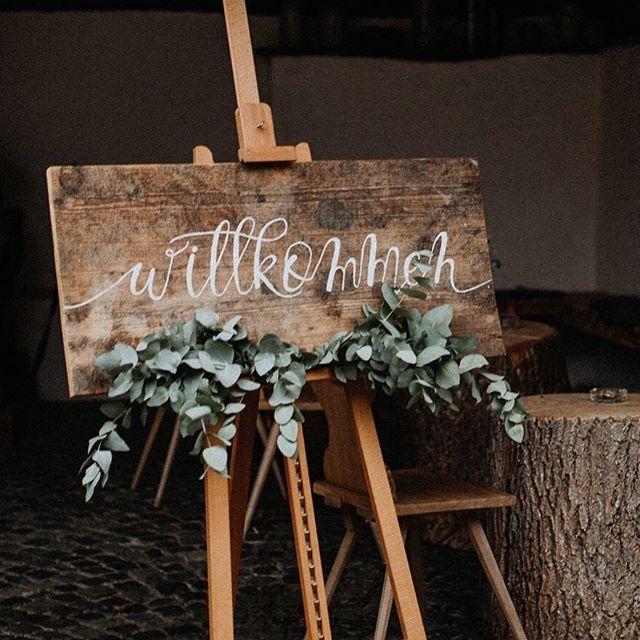 """FRIEDA THERÉS auf Instagram: """"Hattest du bei deiner Hochzeit auch ein Willkommensschild oder hast du eines geplant? Ich finde es immer schön, es können Namen darauf stehen … """""""
