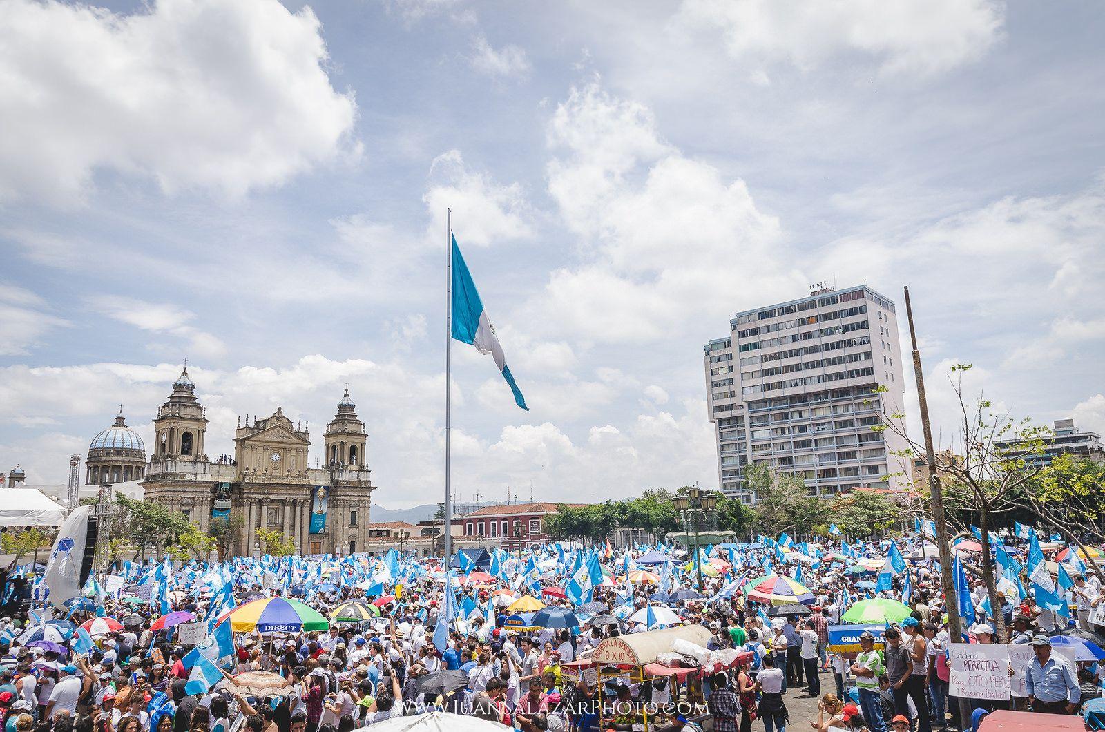 https://flic.kr/p/y34g2G | Manifestación Pacifica | Manifestación pacifica realizada en Guatemala el 27 de Agosto del 2015. El pueblo de guatemalteco exige renuncia del presidente por actos de corrupción.  #YoNoTengoPresidente #27A