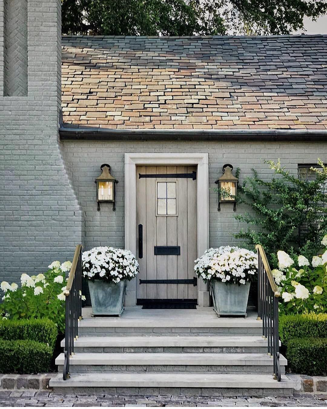 16 Enchanting Modern Entrance Designs That Boost The Appeal Of The Home: 17 Most Shocking Front Door Flower Pots Ideas (Peaceful And Lovely!)