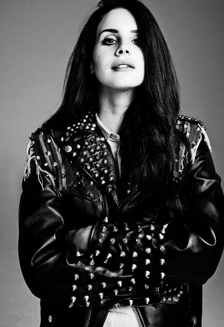 Lana Del Rey Goes Bombshell for Vogue Turkey Feature