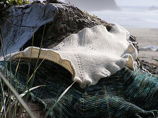 Arch Cape - Beautiful shawl on Ravelry - P1010031_small2
