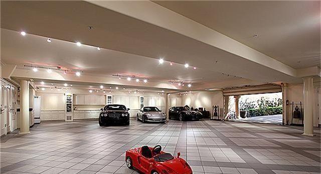 Mansion Garage With Black Bentley Traumgarage Garage