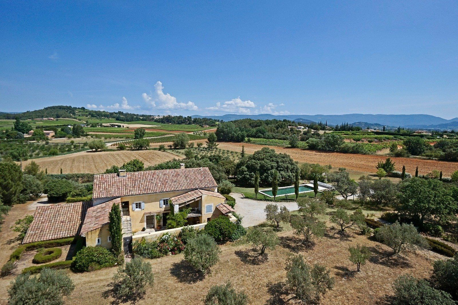at home in provence | Immobilier, Luberon, Maison a vendre