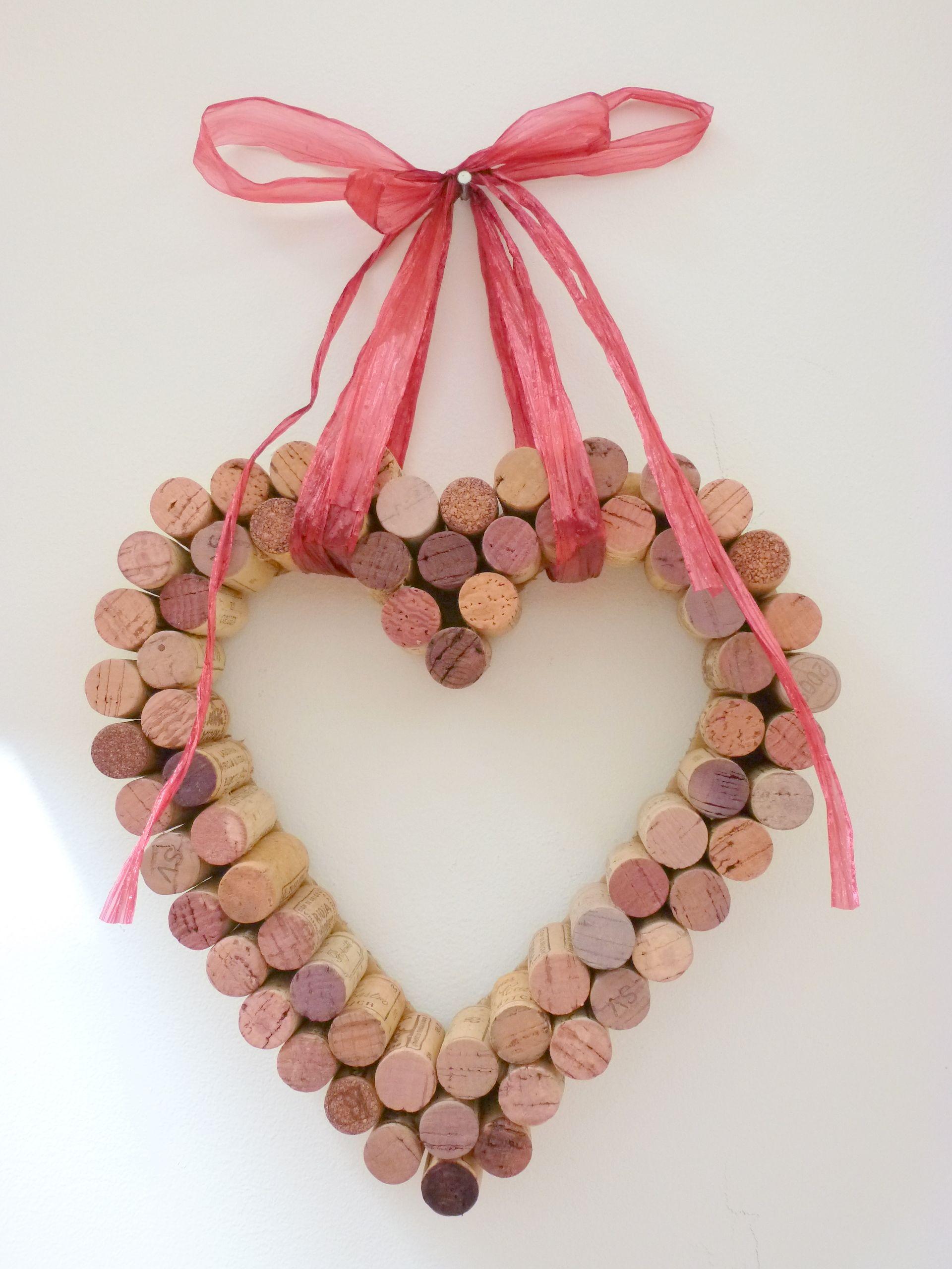 Bricolage d coratif pour la saint valentin coeur en bouchons de vin id es pour la saint - Coeur avec des photos ...