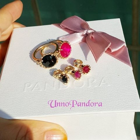 #pandorarings#dangle  #pandora#pinksapphirering  #pinksapphiredangle #blackspinelring#goldring #unnopandoracollection  #theofficialpandora#jewellery  #pandora_review#판도라반지 #myunforgettablemoment