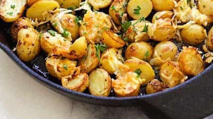 facile et prete en 20 min la recette des pommes de terre roties aux herbes