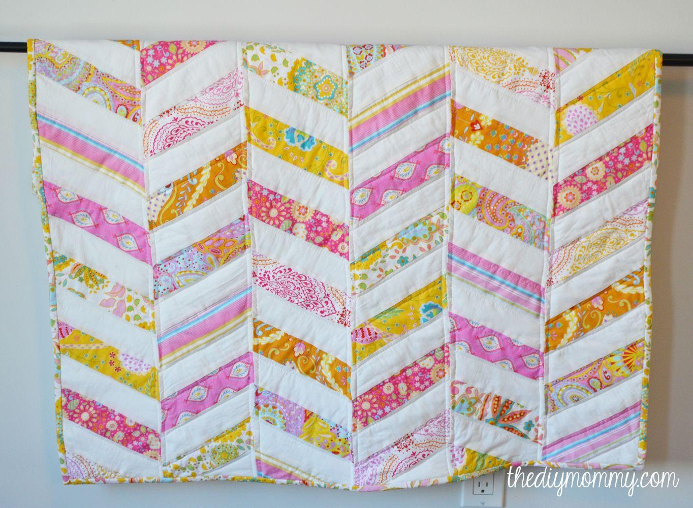 DIY Herringbone / Chevron Baby Quilt Tutorial - The DIY Mommy ... : pattern for chevron baby quilt - Adamdwight.com