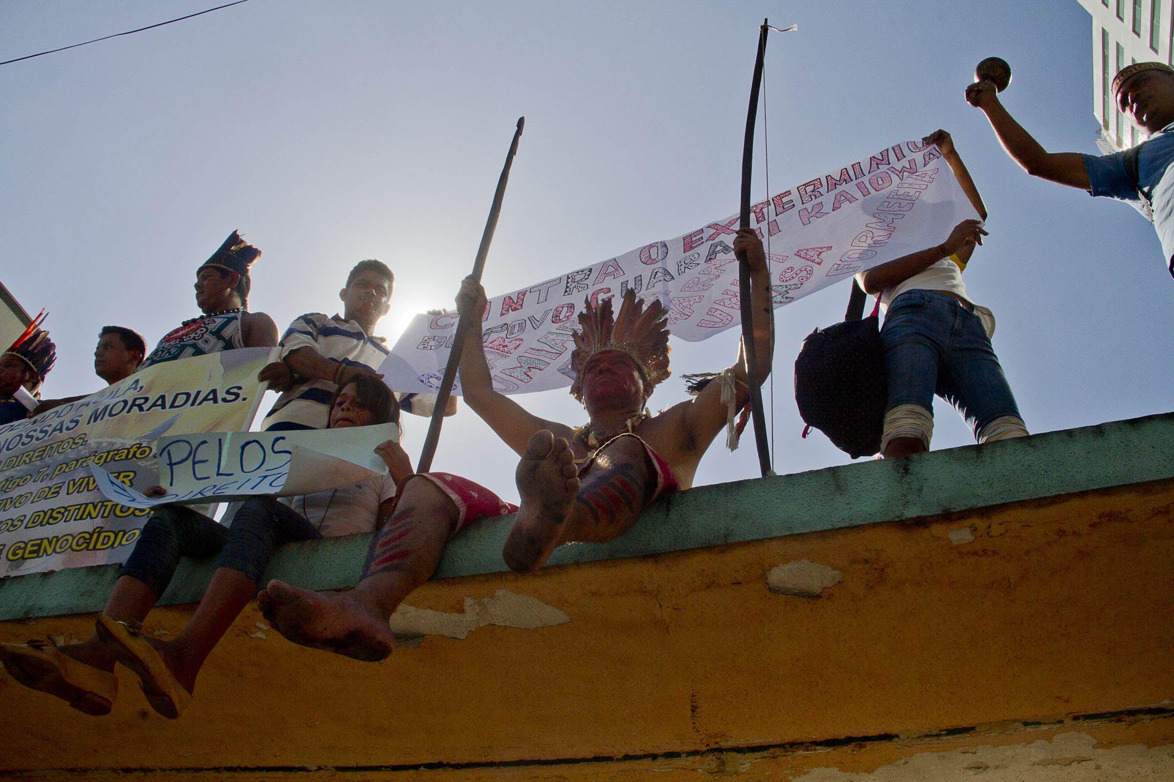Os povos indígenas e servidores da Fundação Nacional do Índio (Funai) ocuparam, nesta quarta-feira (13), ao menos 22 sedes…