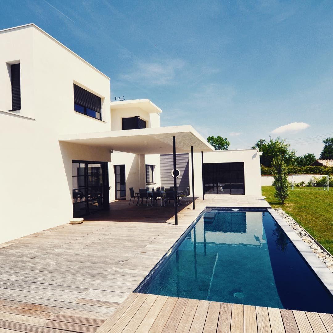 PISCINE RECTANGULAIRE] Cette maison tout en modernité et géométrie ...