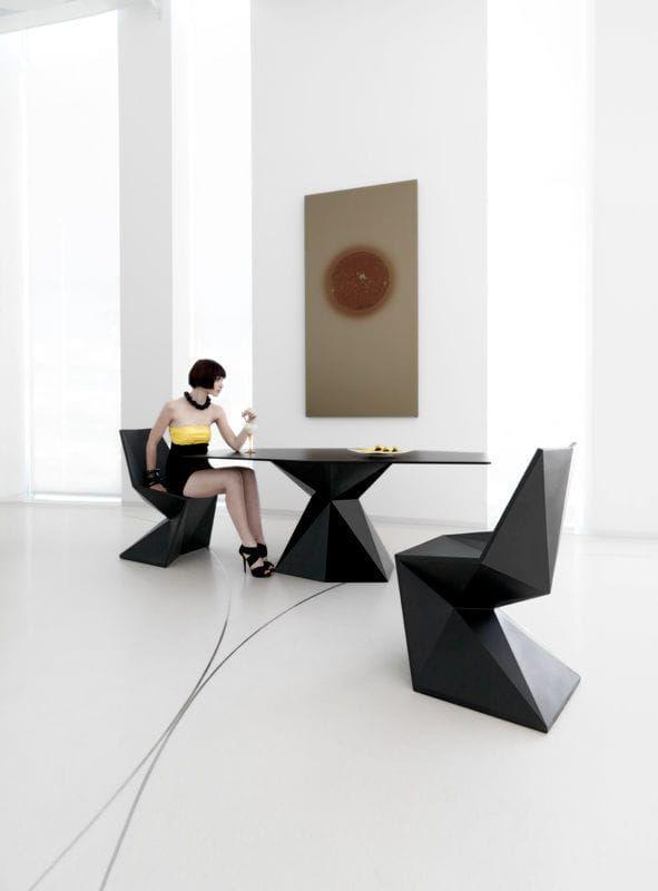 Chaise Design Original En Polyethylene De Jardin Par Karim