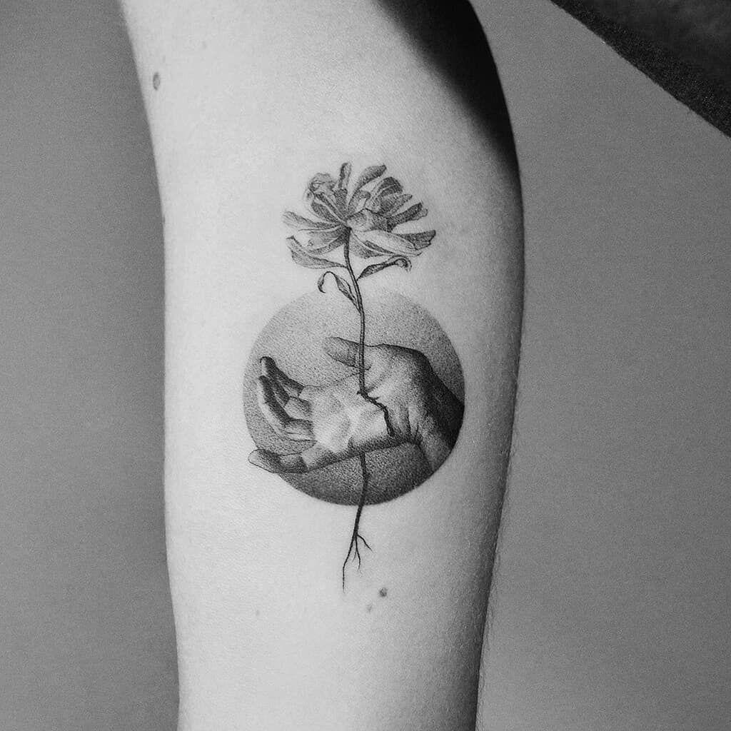 tattoodo | By #amandapiejak    #flower #hand #blacktattoo #tattoodo | Tattoodo #tattooideas #besttattooideas