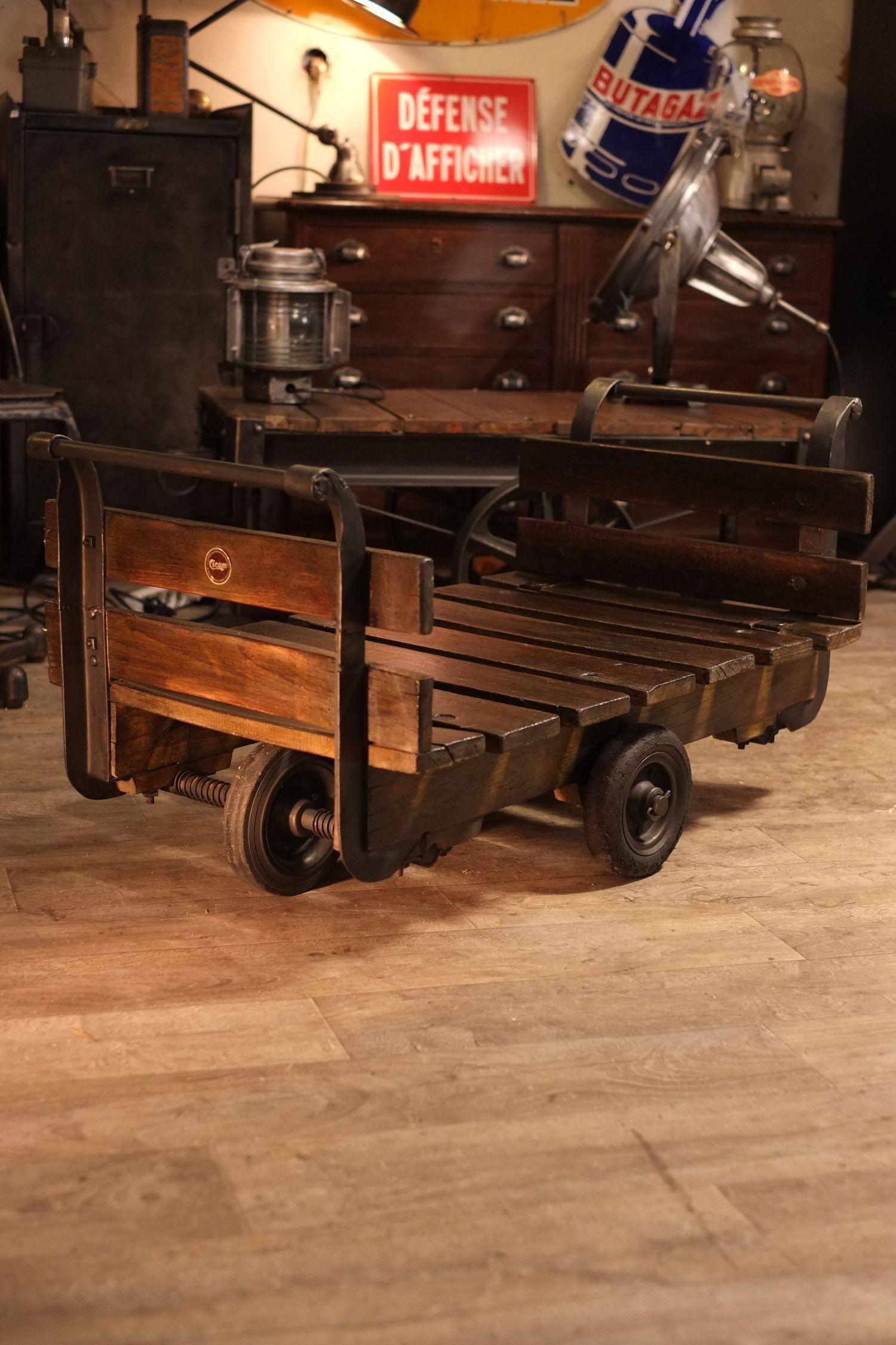 table basse charriot usine ancien deco mobilier industriel. Black Bedroom Furniture Sets. Home Design Ideas