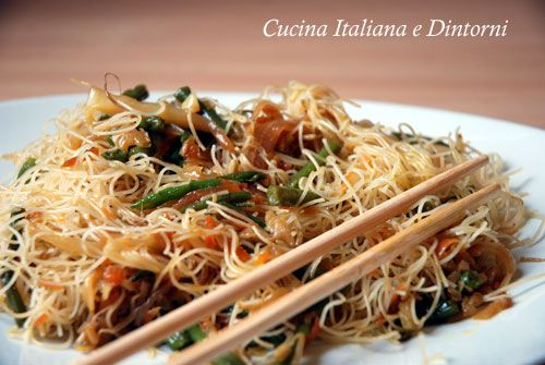 Spaghetti di riso noodles con verdure ricette recipes for Cucinare noodles
