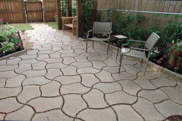 Use interlocking concrete patio pavers to turn a plain for Back garden paving designs