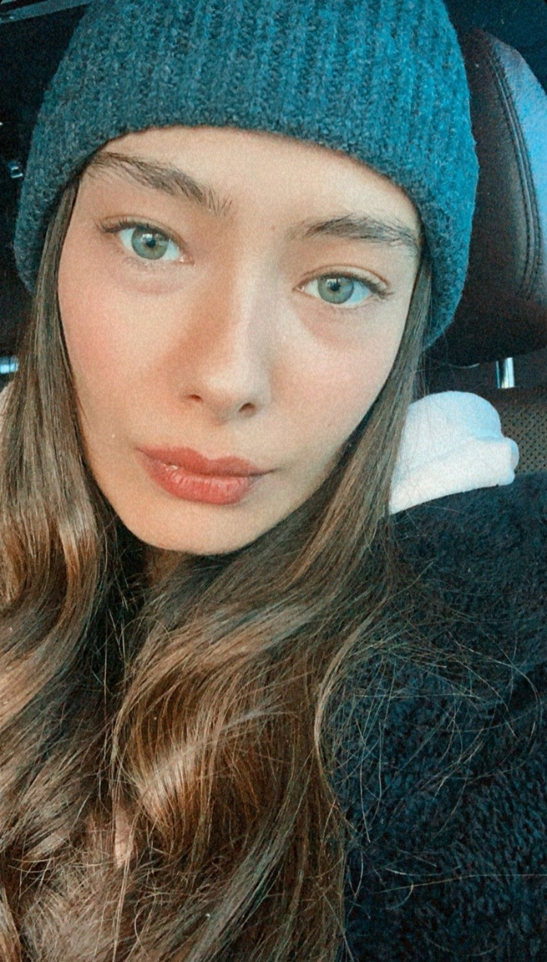 Neslihan Atagul In 2021 Winter Photoshoot Turkish Women Beautiful Dark Hair