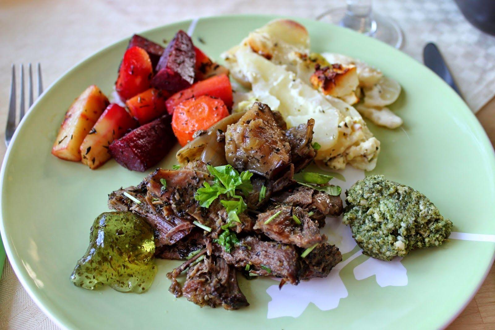 Huvilaelämää ja mökkiruokaa: Pääsiäispyhän ateria: Nyhtölammasta fetaperunoiden kanssa