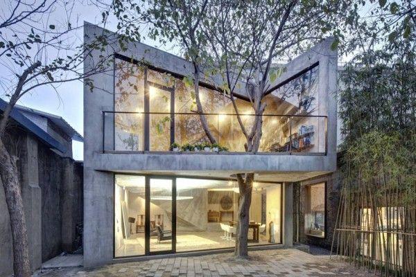 Les architectes d'Archi-Union ont conçu cette maison nommée Tea House dans l'arrière cour de leurs bureaux à Shanghai. Elle est construite sur la base des structures récupérées après l'effondrement du toit de l'entrepôt d'origine.  Le site était étroit avec trois parois sur les côtés et un seul côté ouvert et également restreint par un arbre au milieu. La conception tente d'incarner l'harmonie en intégrant une enceinte ouverte, un espace agréable et une construction logique.