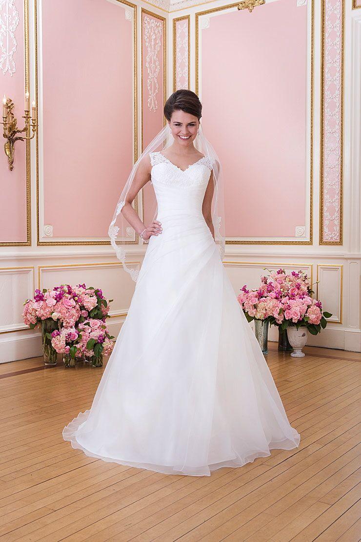 Wedding dressing gowns  Pin by Janka Benkovics on Wedding dresses I like  Pinterest