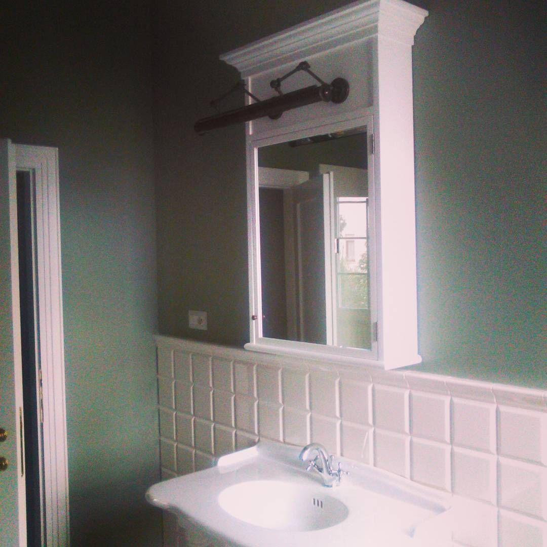 pensile per bagno stile inglese con luce specchio integrata
