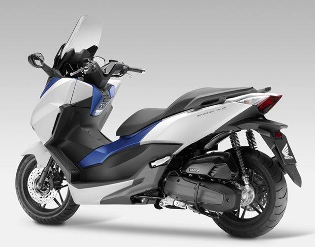 Http Bengkelantikarat Com Penantang Nmax Dari Honda Forza Scooters Motores Honda