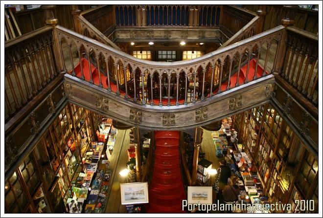 Livraria Lello Porto , Portugal