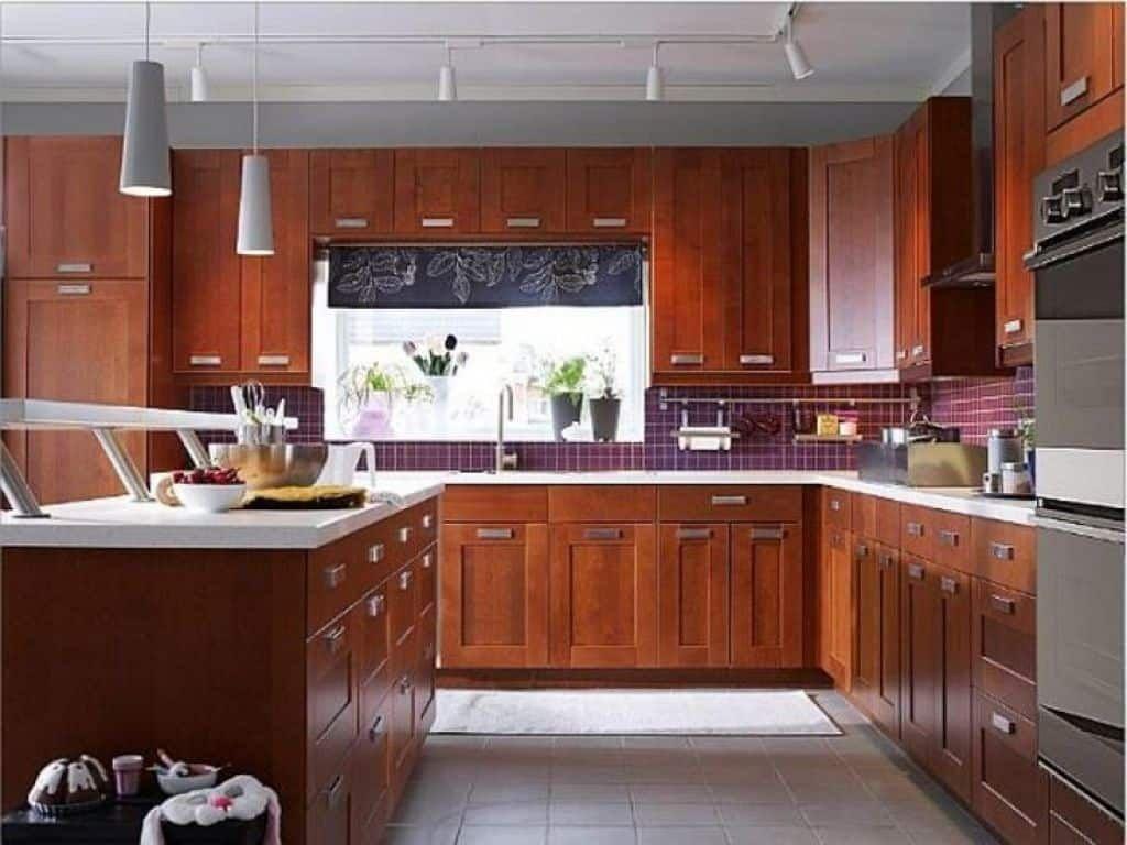 Instructions To Varnish Your Kitchen Cabinets Kitchen Backsplash Inspiration Kitchen Design Ikea Kitchen Island