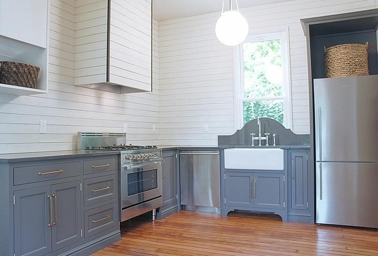 Gray Lower Kitchen Cabinets With White Shiplap Backsplash Transitional Kitchen Modern Farmhouse Kitchens Kitchen Feature Wall Shiplap Kitchen