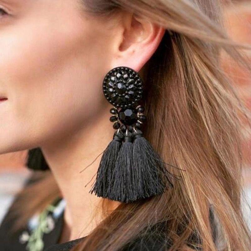 Excellente qualité New York mode de luxe Maxi boucles d'oreilles pompons noir. Découvrez notre ...