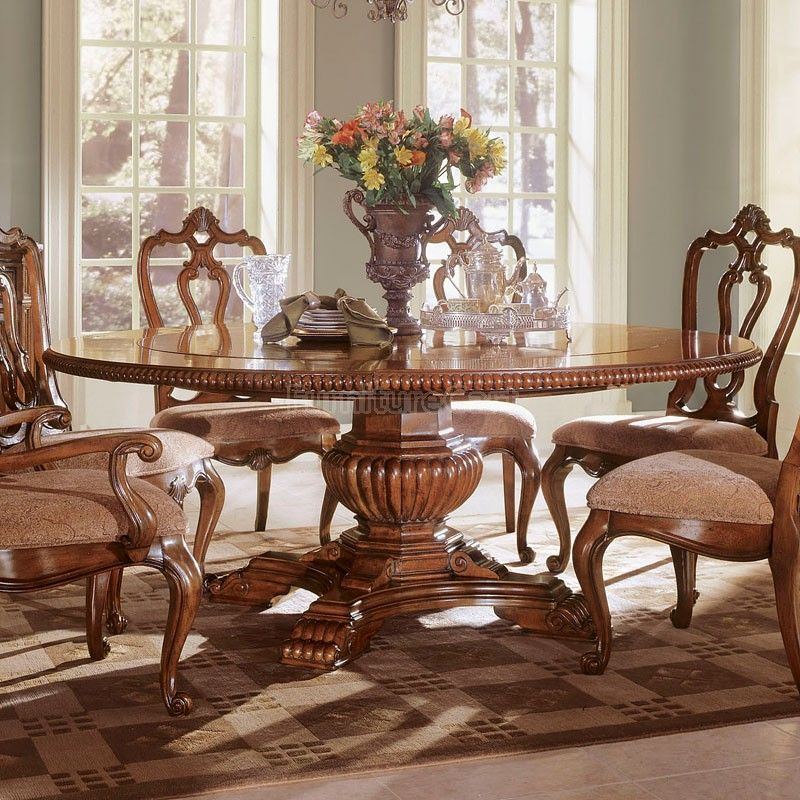 Villa Cortina Round Dining Table