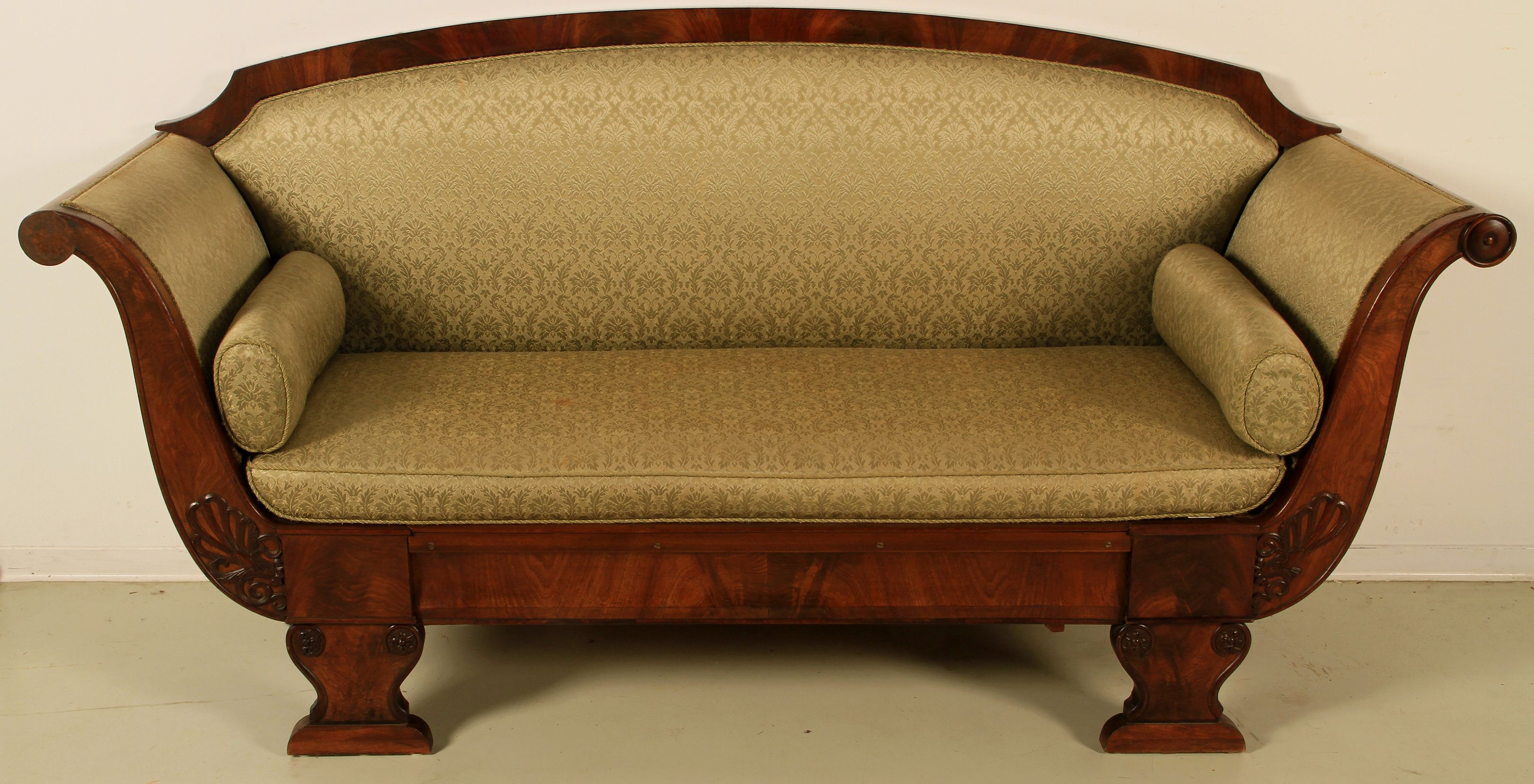 Biedermeier Sofa in Gondelform Epoche  Biedermeier Holzart  Mahagoni Mae  Hhe 100 cm