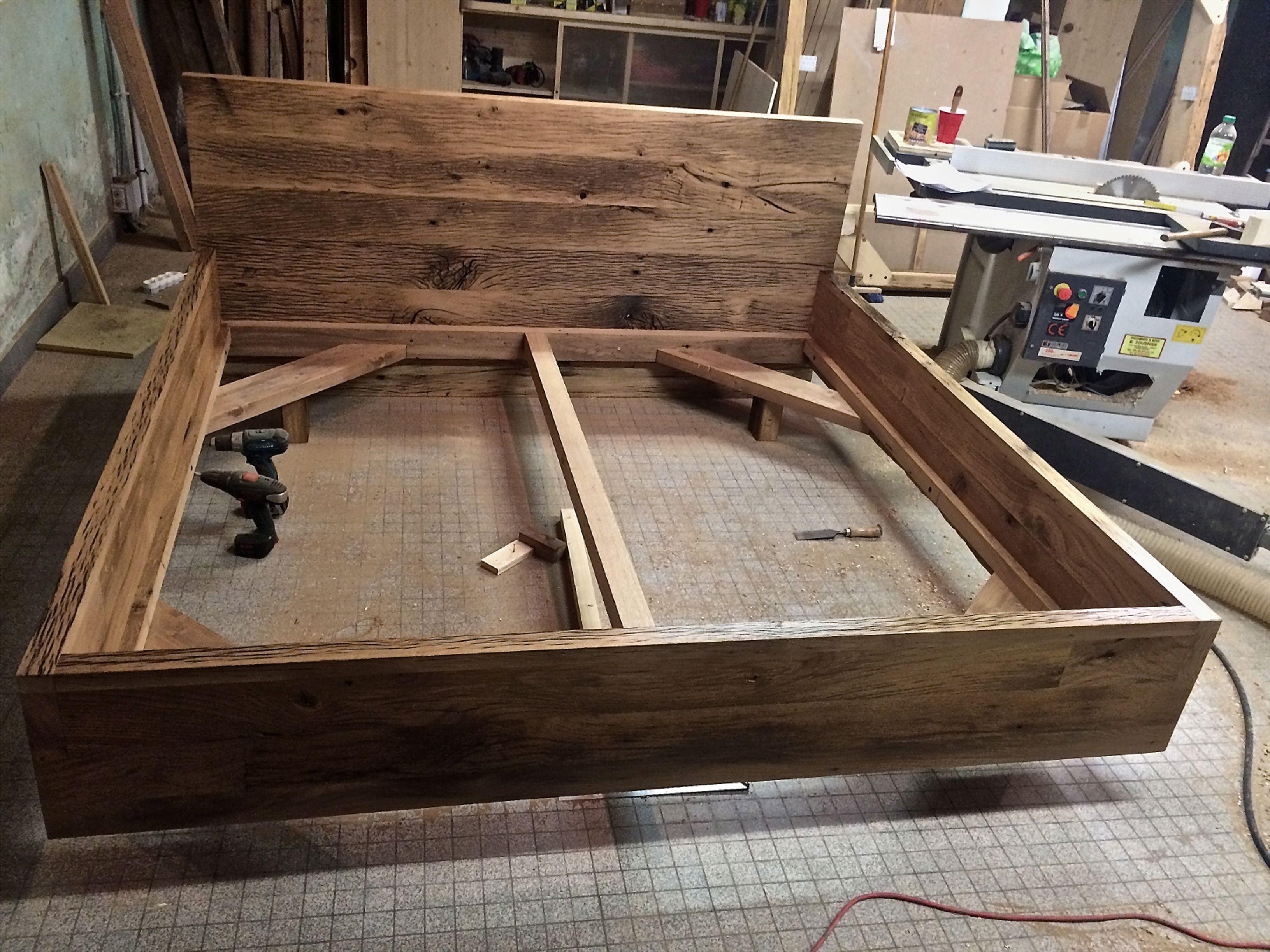 Fabrication D Un Lit En Vieux Chene Commande Pour Un Client En Sur Mesure Decoration Montagne Vieux Chene Decoration