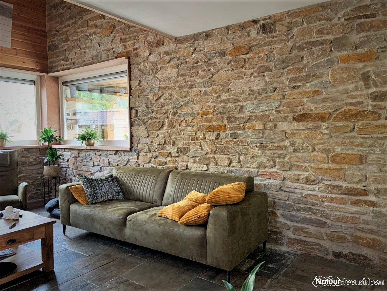 Landelijke Woonkamer Met Een Bijzondere Muurdecoratie Van Gestapeld Natuursteen Mijn Blog Maison Style Salon Wabi Sabi