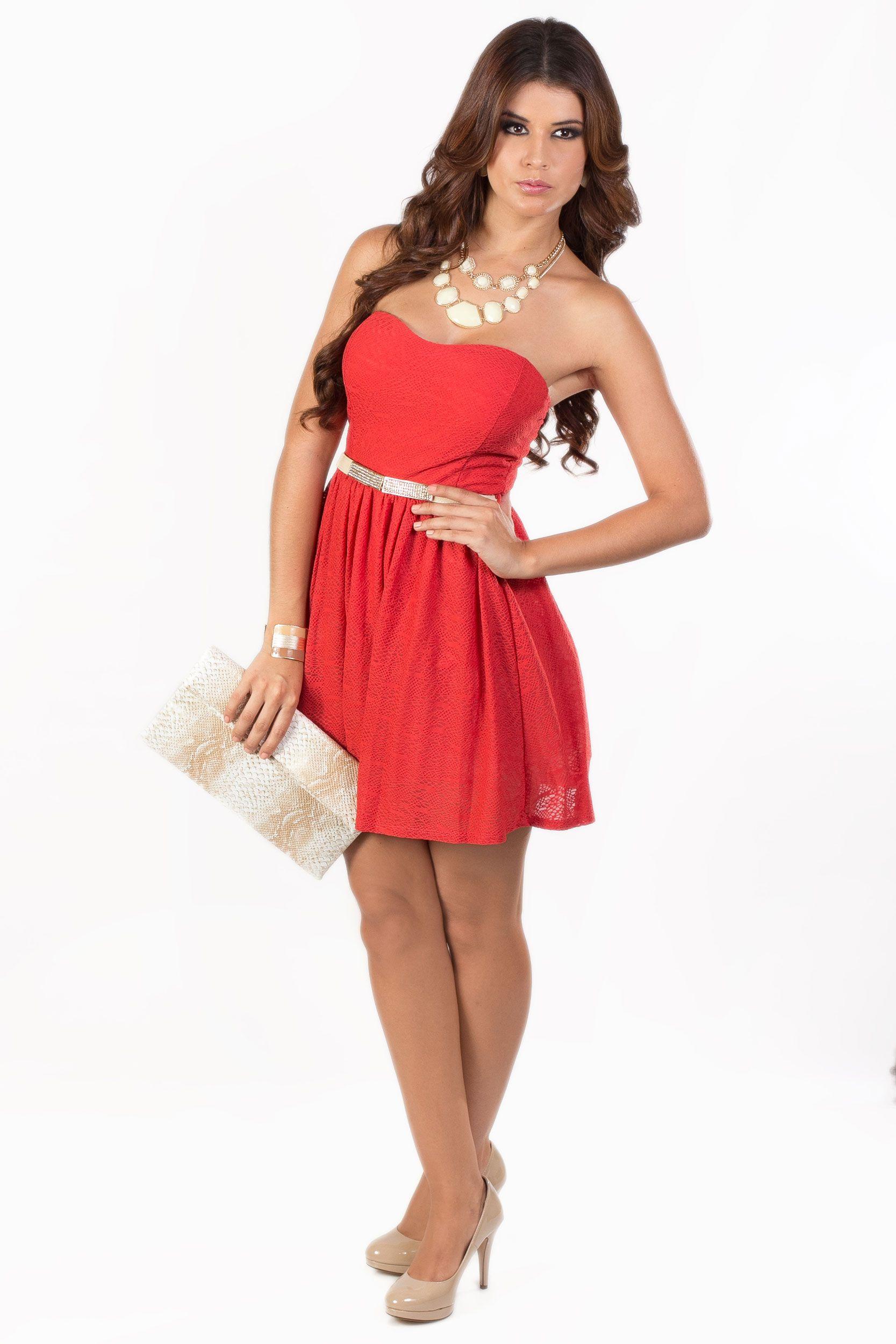 El look KAMI que te har brillar. Vestido Rojo Strapless: Q.395 Cincho