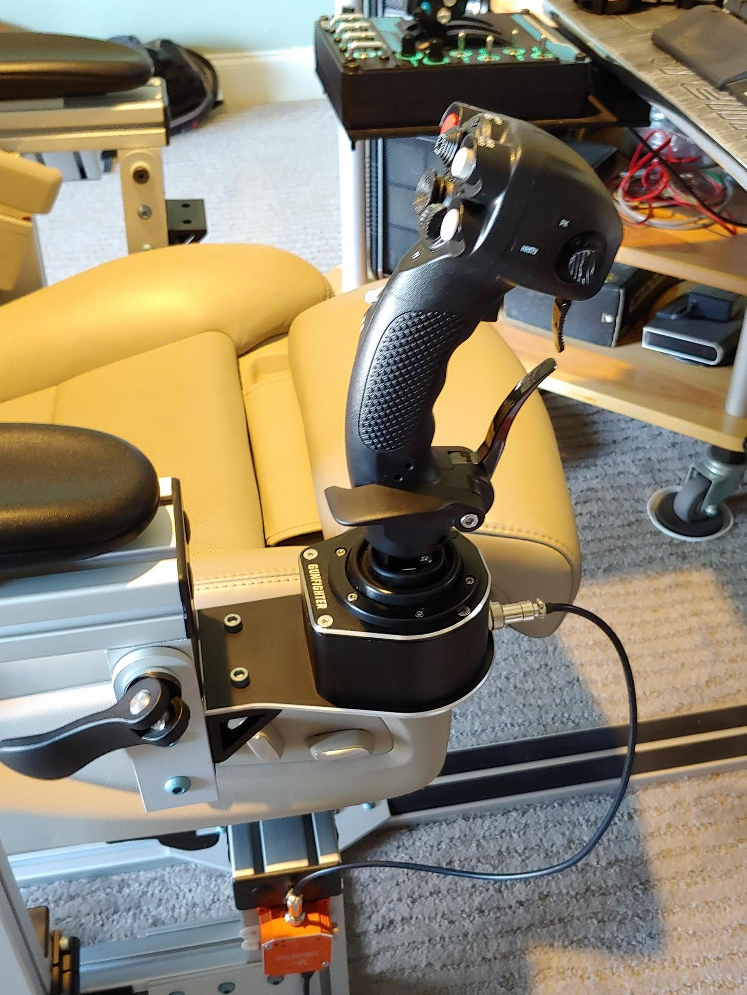 VKB Gunfighter and MCG Pro on custom baseplate to 8020 extrusion