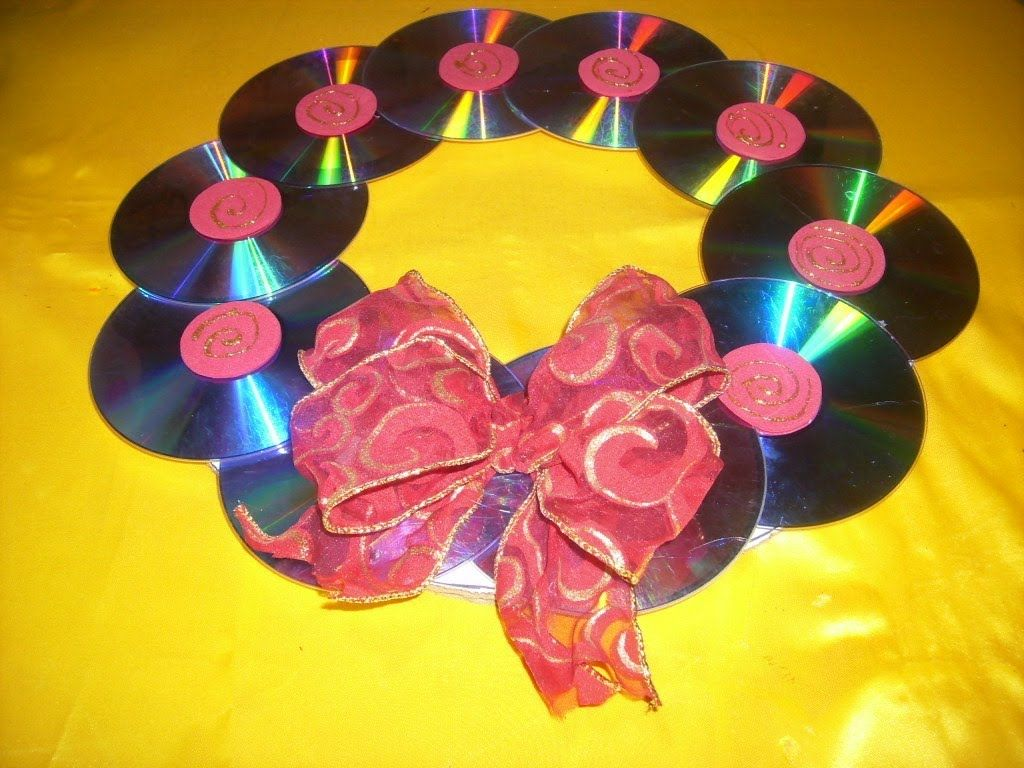 Corona navide a con cd s reciclaje manualidades para for Manualidades de navidad para ninos