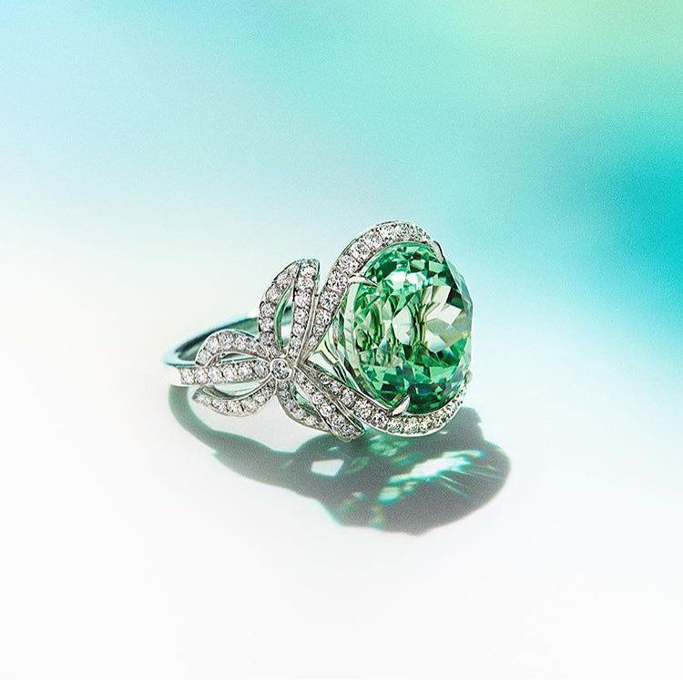 """Engagement Rings Kuwait: """"Make Them Green With Envy @tiffanyandco #TheAvenues"""