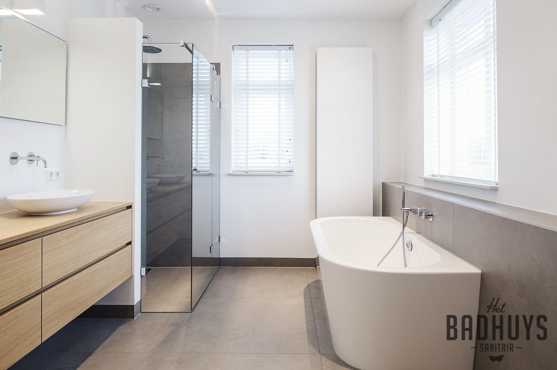 Moderne badkamer met maatwerk meubel het badhuys badkamer