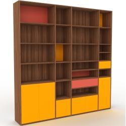 Photo of Wohnwand Nussbaum – Individuelle Designer-Regalwand: Schubladen in Rot & Türen in Gelb – Hochwertige