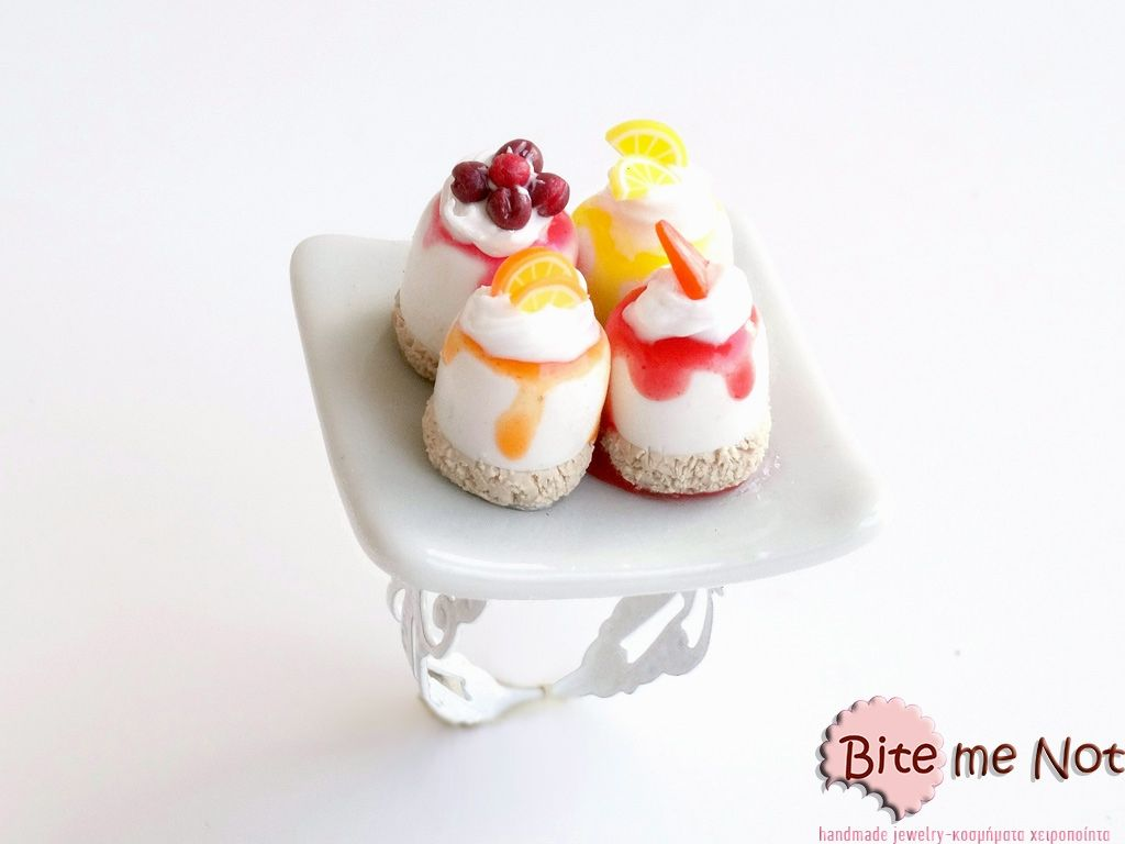 -White metal adjustable ring base!-Square ceramic plate on which are served four delicious summer fruit pastries with vanilla cream (one with cherries, on with strawberr slices, one with lemon slices and one with orange slices)!