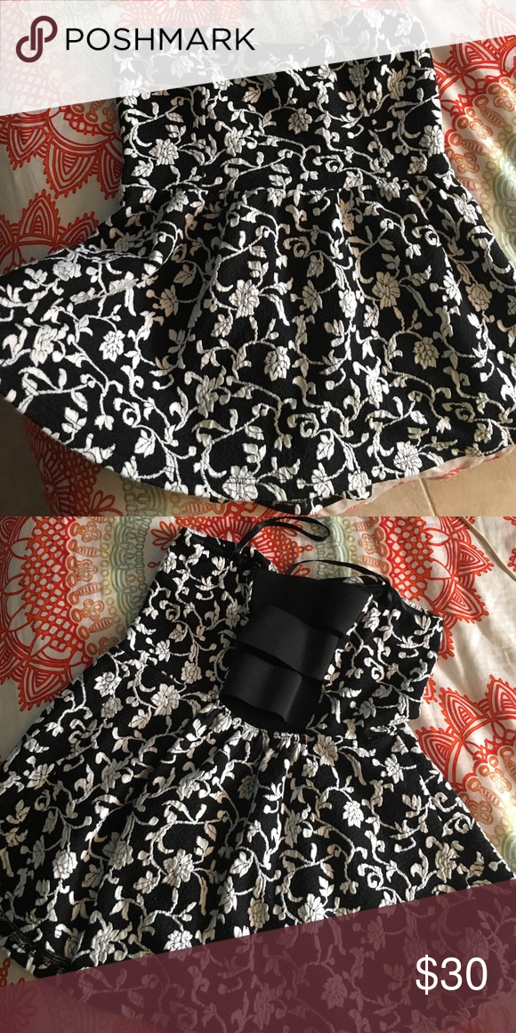 URBAN OUTFITTERS super cute top! Great condition / nice fabric Urban Outfitters Tops Blouses