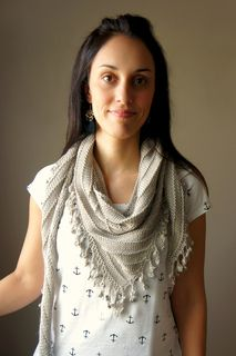 This shawl pattern is the result of a group work with Lioness Arts Yarns, a friend and dyer from Brighton, England.
