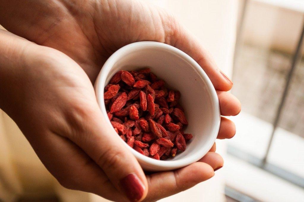 Bacche di Goji ne Le Tartellette al Cioccolato e Frutti Rossi - Le Ricette di Estetica&Donna: http://www.esteticaedonna.it/tartellette-al-cioccolato-e-frutti-rossi/