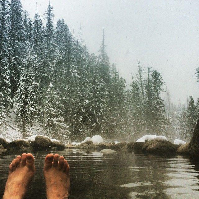Hotspringin in the blizz. Thanks Idaho. #jerryjohnson #idaho #hotsprings #snowhike #adventuretime #bestfriends
