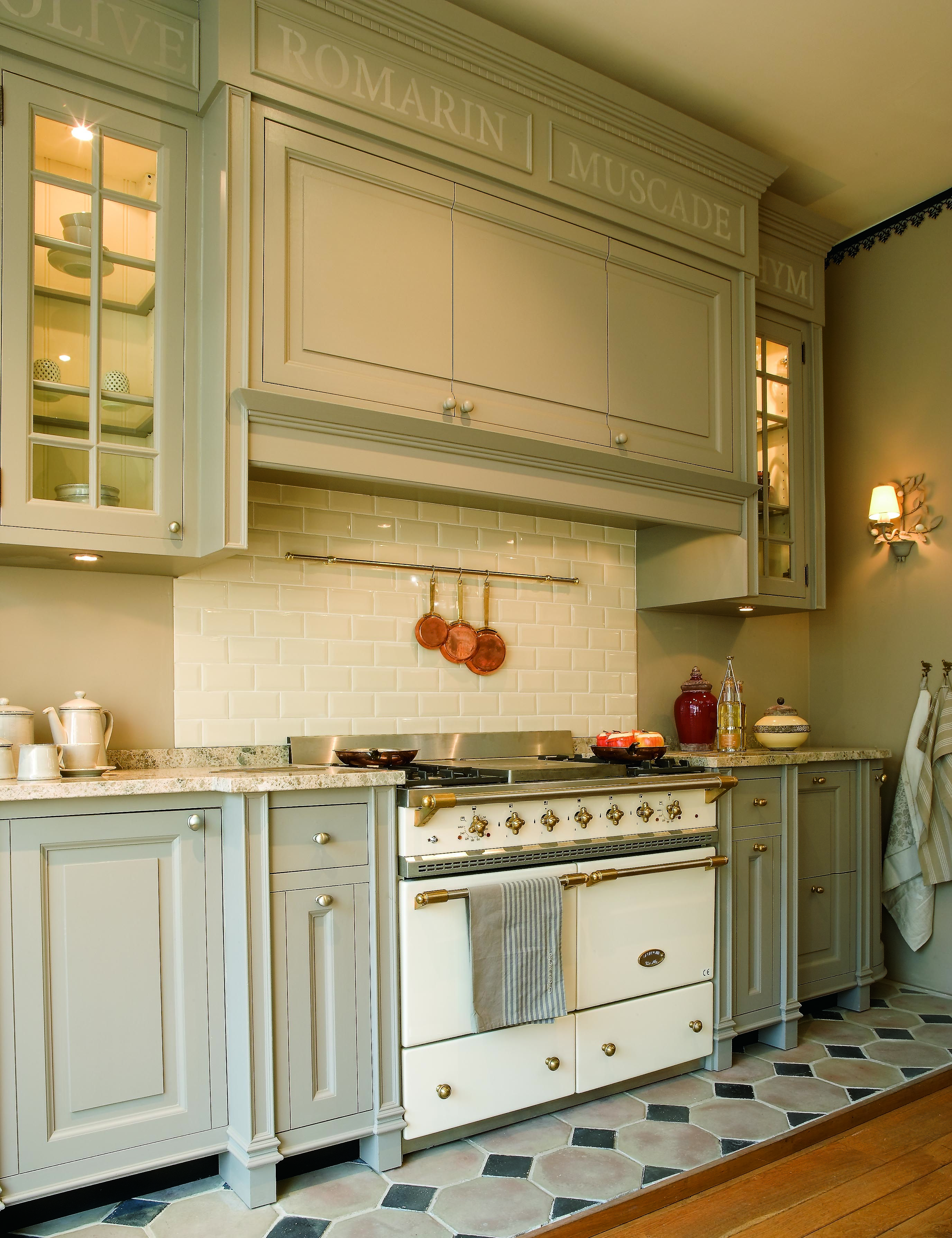 40 lacanche cluny in white brass with a built in range hood lacanche ranges pinterest. Black Bedroom Furniture Sets. Home Design Ideas